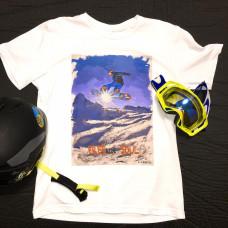 Сноубордист в прыжке на фоне солнца в стиле масло